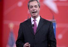 Farage byl zatažen do skandálu kolem Trumpa a ovlivňování voleb